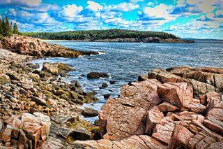 Come personaggi di un libro di Melville, ci fermiamo a guardare il mare da una delle tante irte scogliere e subito dopo ci sentiamo protagonisti, come a suo tempo lo è stato Thoreau, di un viaggio alla scoperta di questa sottile linea di sabbia sdraiata sull'oceano Atlantico. www.lavaligiagialla.it #lavaligiagiallablog #laraphototravel #travelblogger . #larauguccioni 📸 #turistipercaso #photography #amoviaggiare #viaggia #america #travellinglife #fotodiviaggio #maine #cielo #mare #traveller #viaggiareinsieme #trip #viaggiavventurenelmondo #fall #traveladdictmondo #traveladdict #diario #picoftheday #ilmioblog #consiglidiviaggio #nature #naturephotography